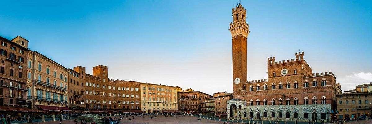 Veduta di Piazza del Campo a Siena